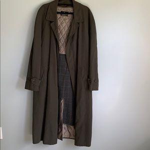 Bill Blass. Trench Coat. Black Label.